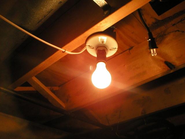 Osvetlenie v podkroví, žiarovka.jpg