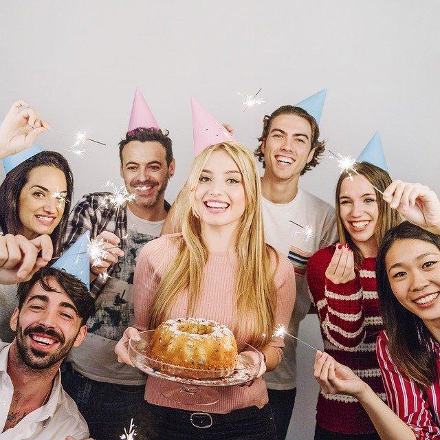 párty oslava torta.jpg